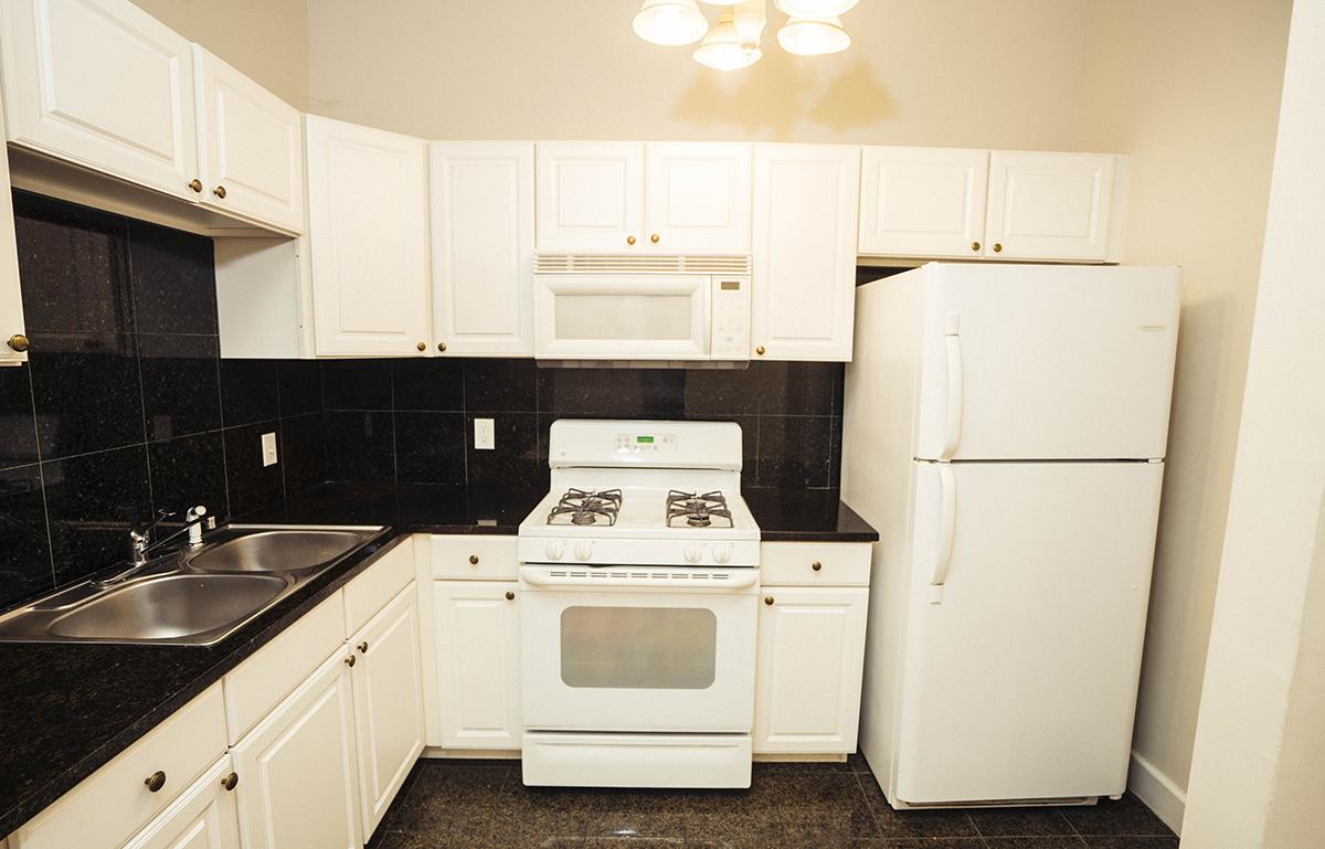 3  1115 S lower kitchen.JPG