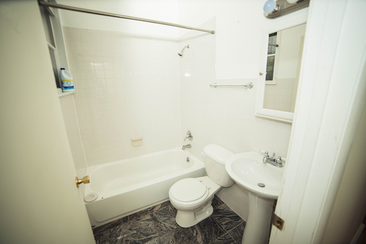 5  1115 S lower bath.JPG