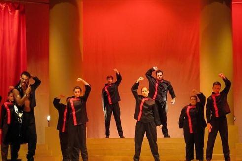 Aida-scott-and-dancers.jpg