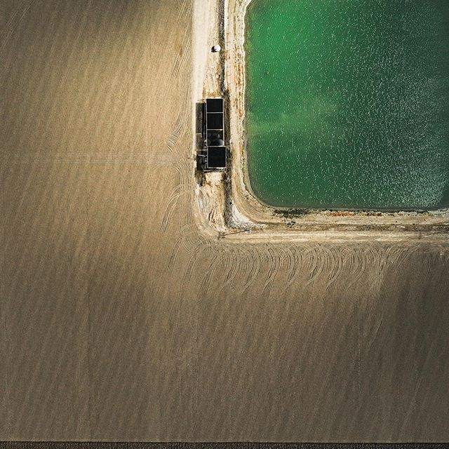 Irrigation pond, Imperial Irrigation District near La Quinta, Ca. Part of an ongoing personal project on local agriculture. 📷©️: SK Lorenzen/Monument Photography 2019. ___________________________________ #water #ag #agriculture #irrigation #imperialirrigationdistrict #saltonsea #aerial #drone #desert #socal #industrial #industrialphotography #light #water #pond #aerialabstract #abstract #art #dronestagram