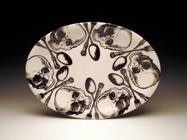 foldedpigs+skull+oval+platter+8x6+300.jpg