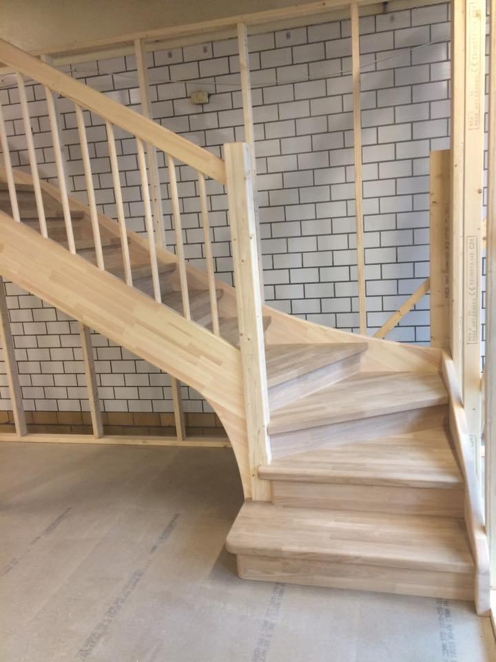 Bygging av trapp er noe av det vi som snekkerfirma gjør.