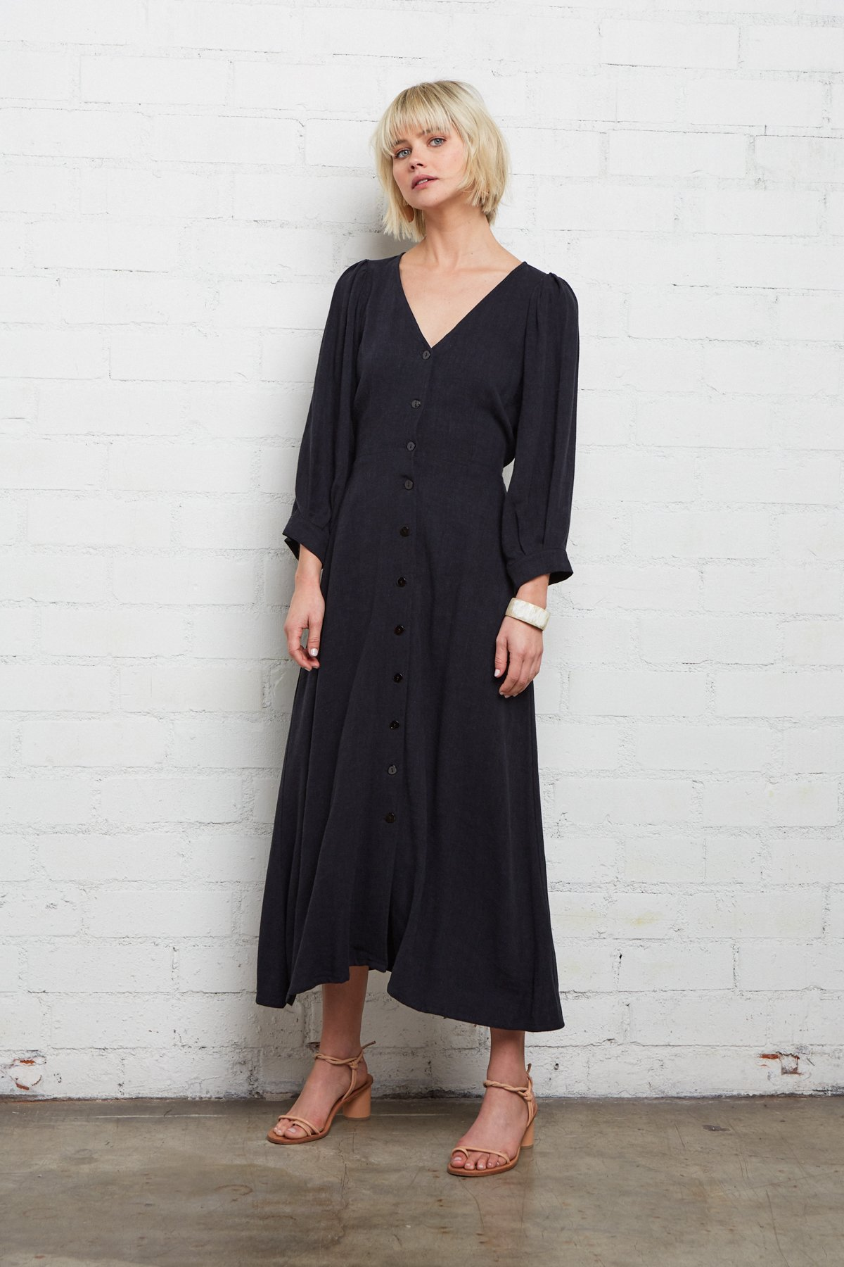 Rachel Pally - Linen Agness in Black.For an all day dress walking the city, this dress would be perfect. The breathable material and the soft fit would make it perfect for the warm days and cooler evenings. I love the way this sits on the waist.