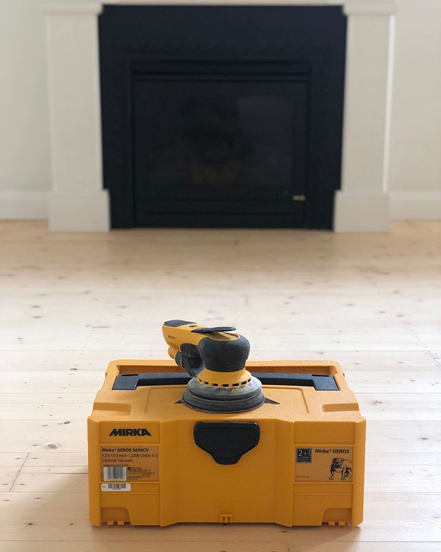 Latest addition to the squad 🤙🏽 it's been 2 weeks since @go_industrial hooked us up with the @mirkaaustralia deros orbital. It's made light work of the hard to get places, under deep kitchen kicks (one of my fav features is it's low profile) and fantastic for light sands in between coats. Still yet to use it on a dirty staircase (I'm not complaining) but I can tell she's got enough power to rip through whatever comes its way 🤙🏽