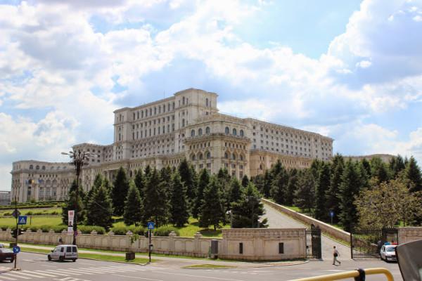 palace-2-600x400.jpg