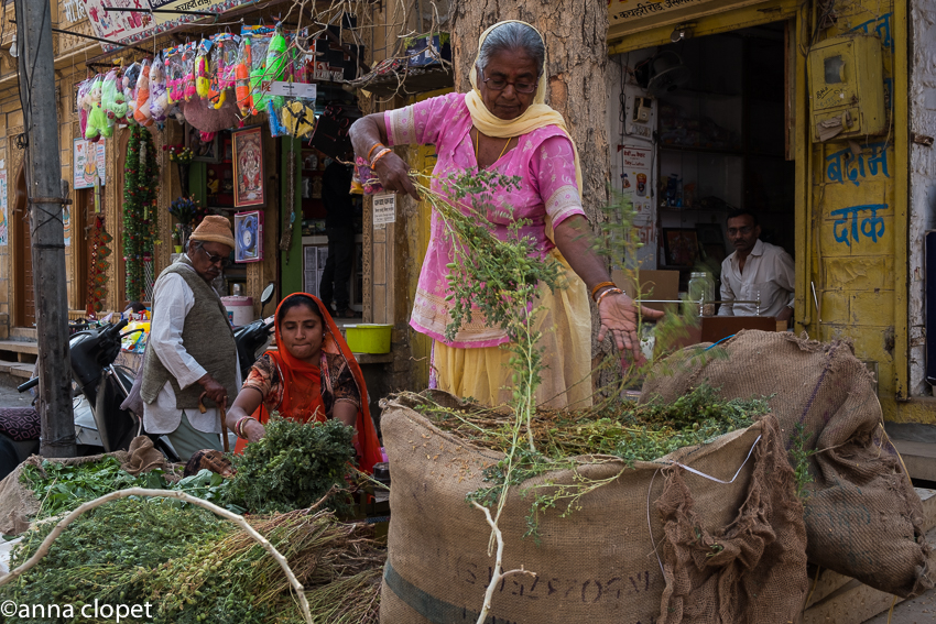 Jaisalmer town women working