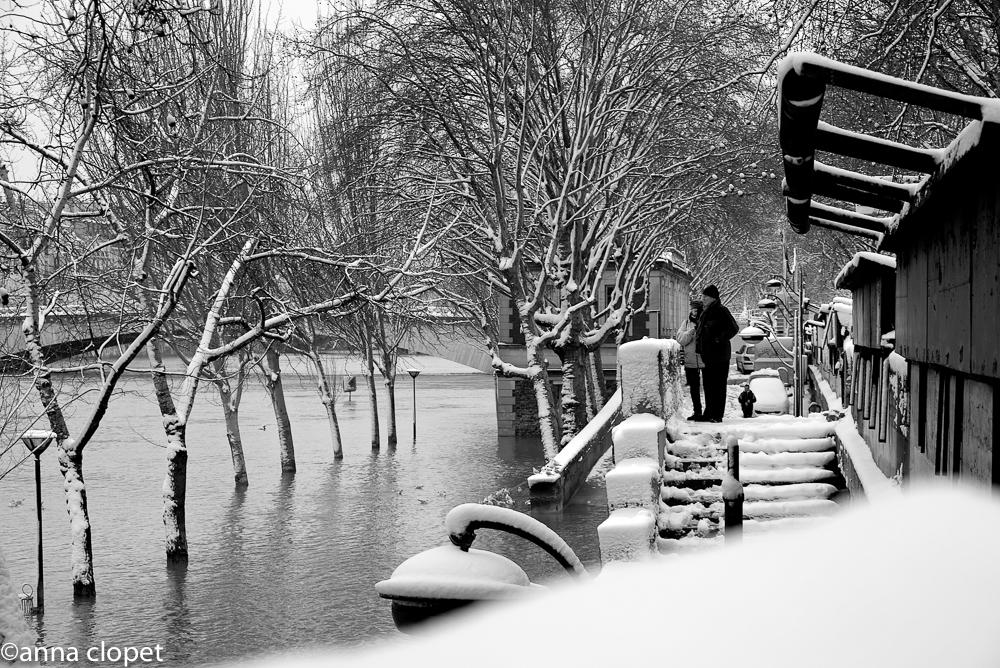 couple looking at seine snow.jpg