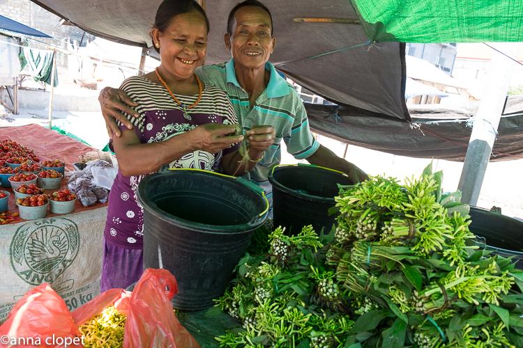 Tambolaka#Sumba#market#couple#vegetables