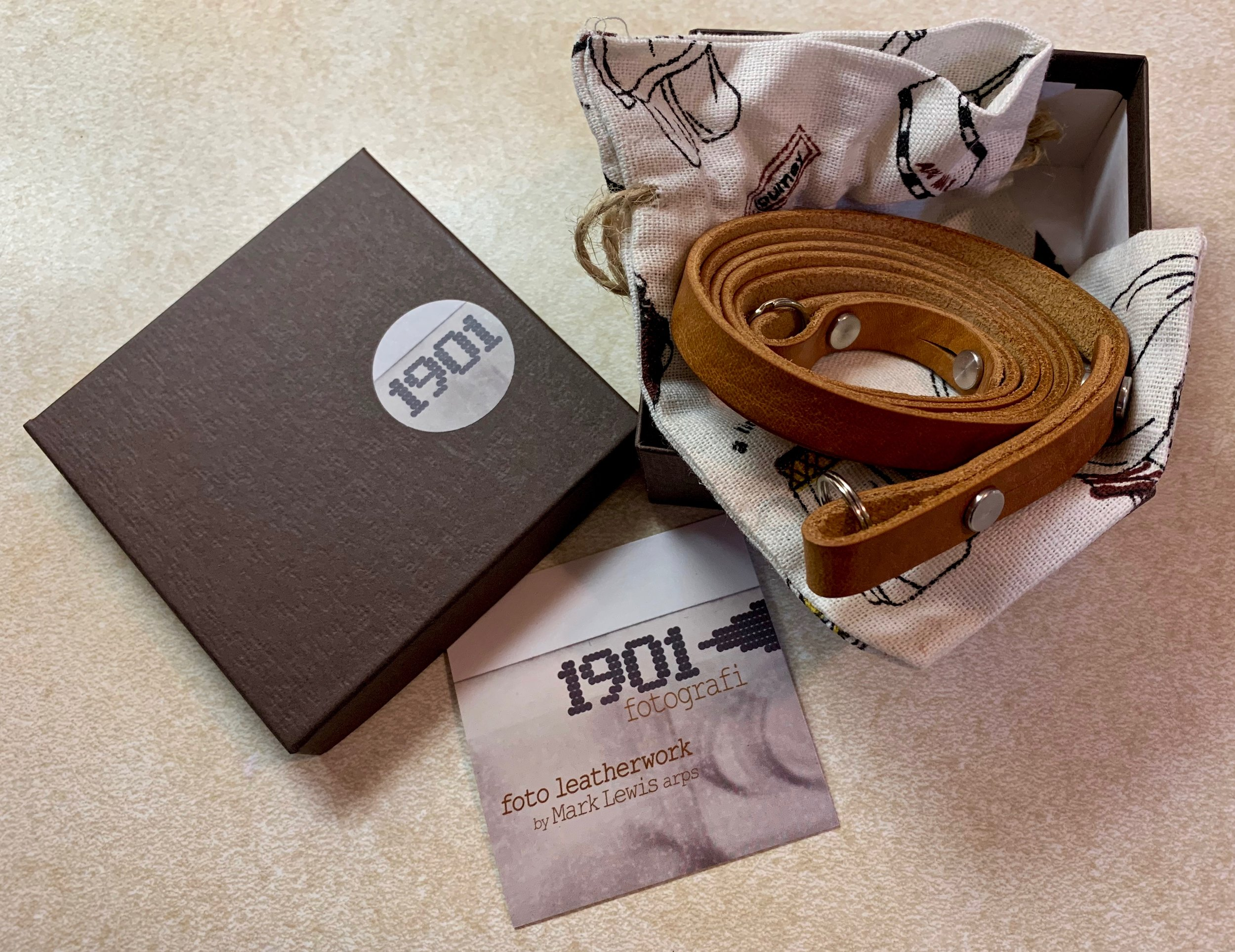 Unboxing a new Eggleseton leather strap is such joy!