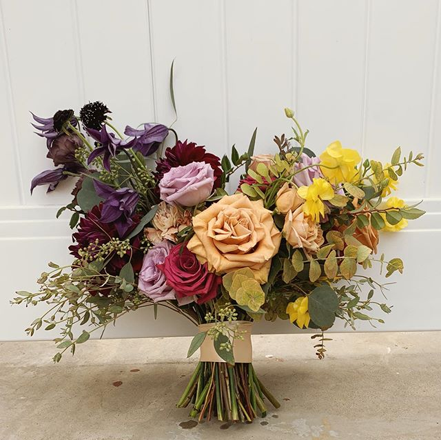 Purple and yellow are complimentary colors and you can see why! *shout out to @lavendersflowers for always putting so much focus on color theory during her workshops! It is a major game changer!