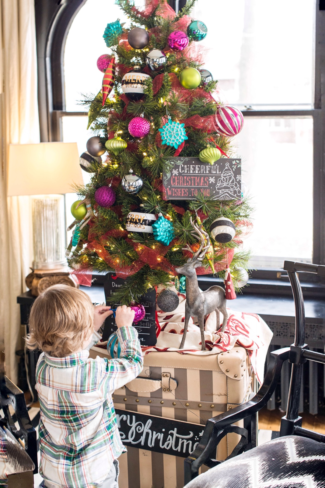 In the dining room I place a smaller, more vibrant tree on display.