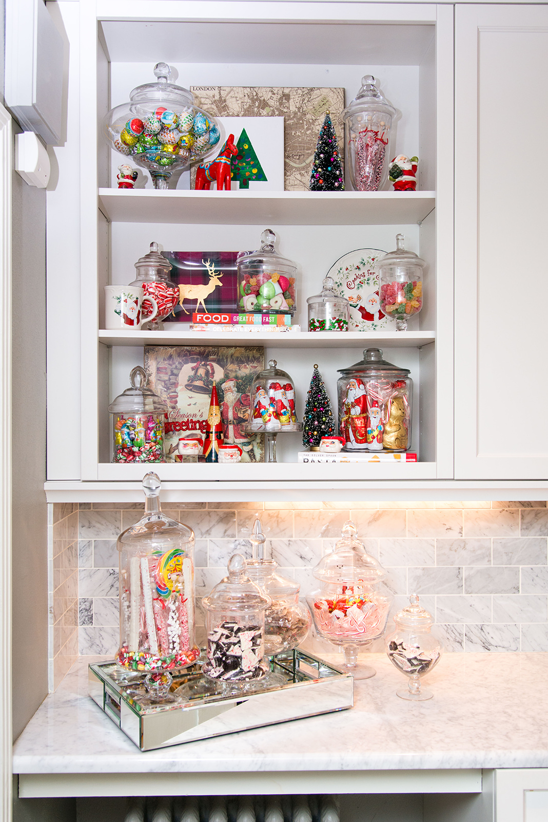 I love a vintage/eclectic aesthetic when it comes to Christmas decor. It's just so nostalgic.