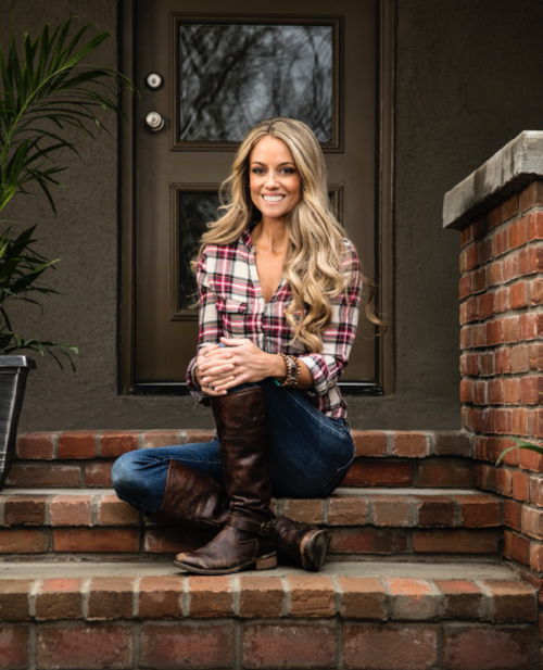 Nicole Curtis.png