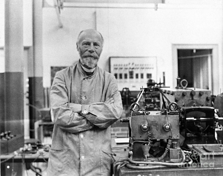 Willem Einthoven 1860-1927, Inventor of the first practical ECG in 1903 ( Source image )