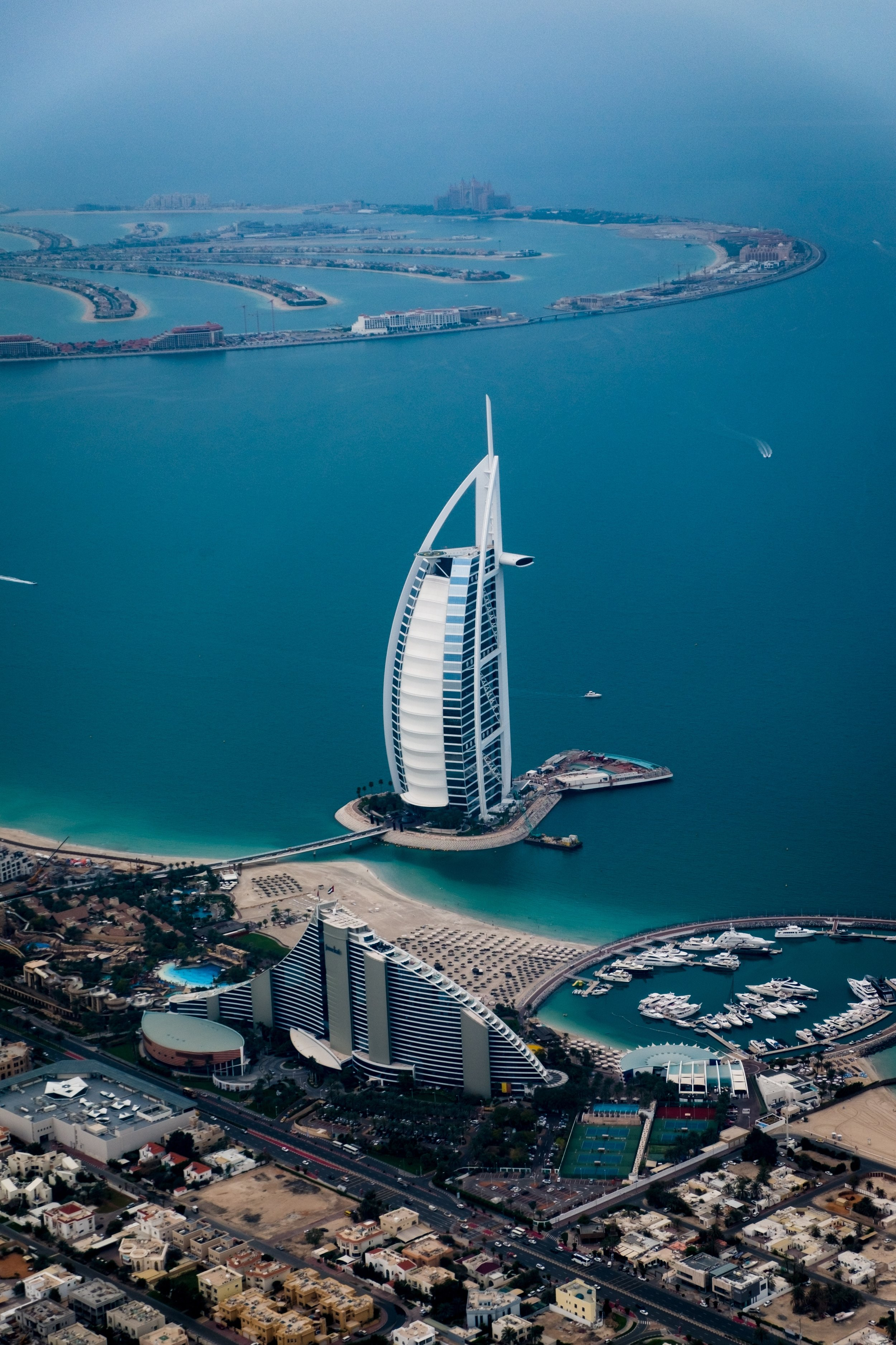 COUNTRY MANAGER (UAE)//Can you lead from the front?