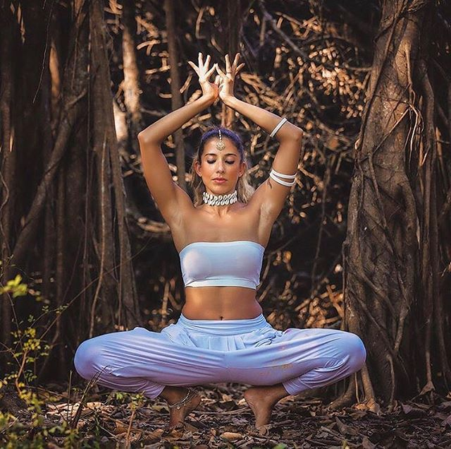 We absolutely love Deepika Mehta! She has such an inspirational story💖 After suffering severe injuries from a rock climbing accident, Deepika began searching for healing techniques, leading her on a spiritual journey and to yoga. Deepika has been a student of Ashtanga Yoga Guru Sri K. Pattabhi Jois since 2002, and now teaches yoga all over India. As well as being a yoga teacher, Deepika is a professional fitness expert. Her story is so inspirational, and we can't wait to see more from her! ⚡️ • • • #Deepikamehta #Startup #Lifestyle #Inspiration #SociallyPowerful #SocialMediaMarketing #CreativeAgency #Influencer #Yoga #Spiritual #London #Worldwide #India #InfluencerOfTheWeek