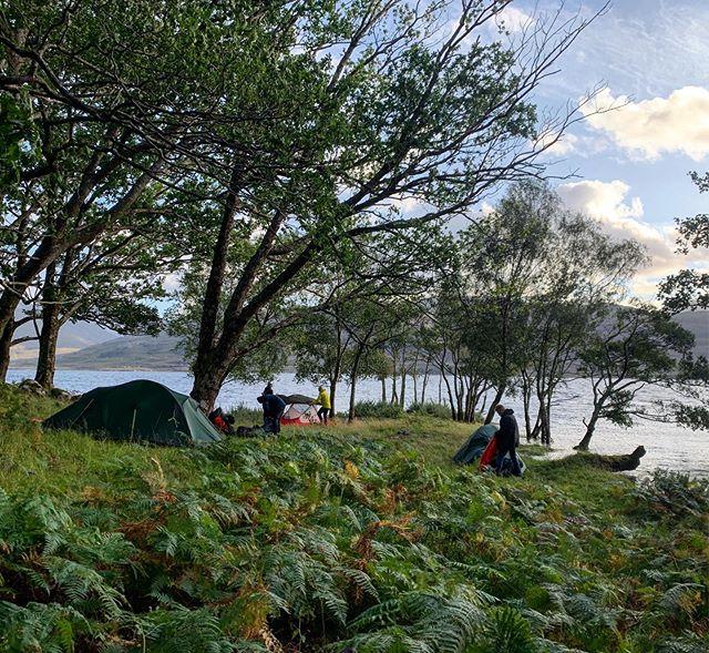 Wild camping 🏕 on the North side of Loch Maree with @impacttrails #shieldaigoutdooradventures #shieldaigadventures #scotland #torridon #lochmaree #wildcamping #explorescotland