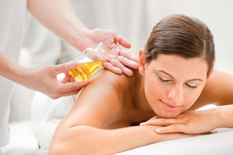 Aromatherapie   Durch die Nase und unter die Haut  - die Kraft der ätherischen Öle kann Gesundheit und Wohlbefinden, Entspannung und Regenartion bringen.