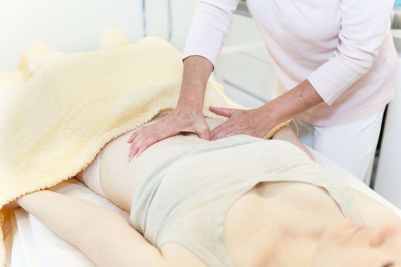 Bauchbehandlung  fördert den Blick nach Innen - die Behandlung kann gestaute Energien und Emotionen lösen.