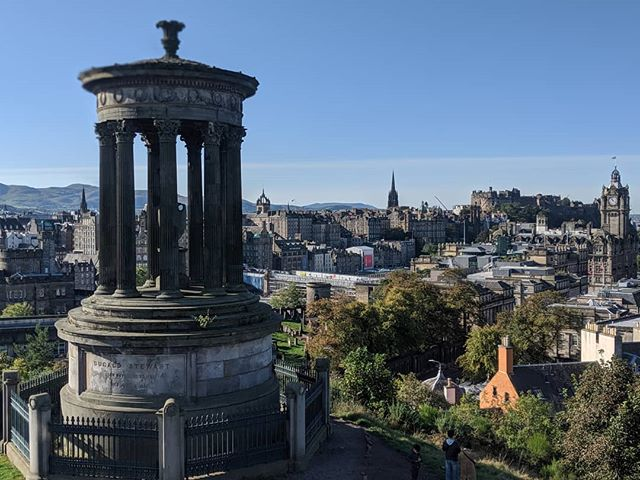 Welcome to Edinburgh....where it always sunny 🌞 #edinburghviews #edinburghskyline #caltonhill
