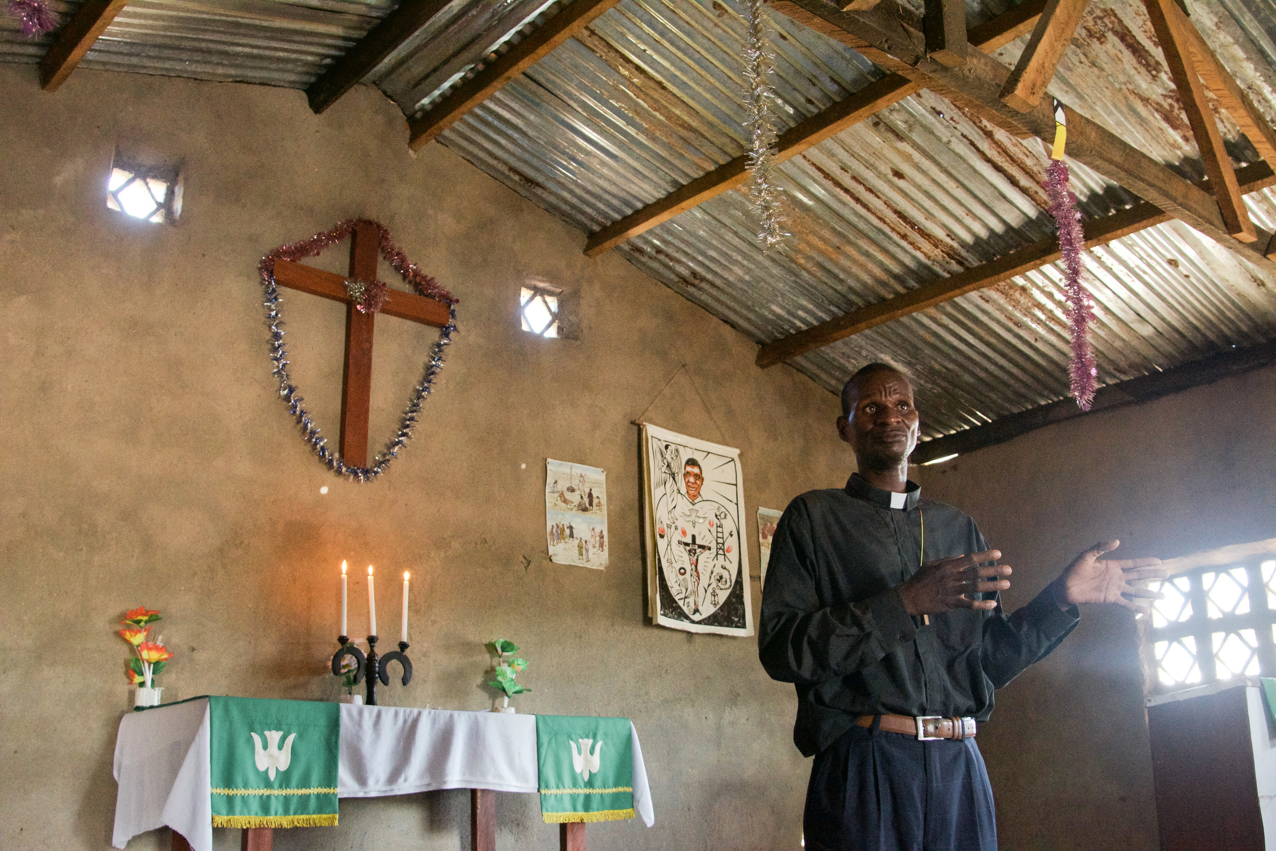 A local pastor addresses his congregation in Chemba.