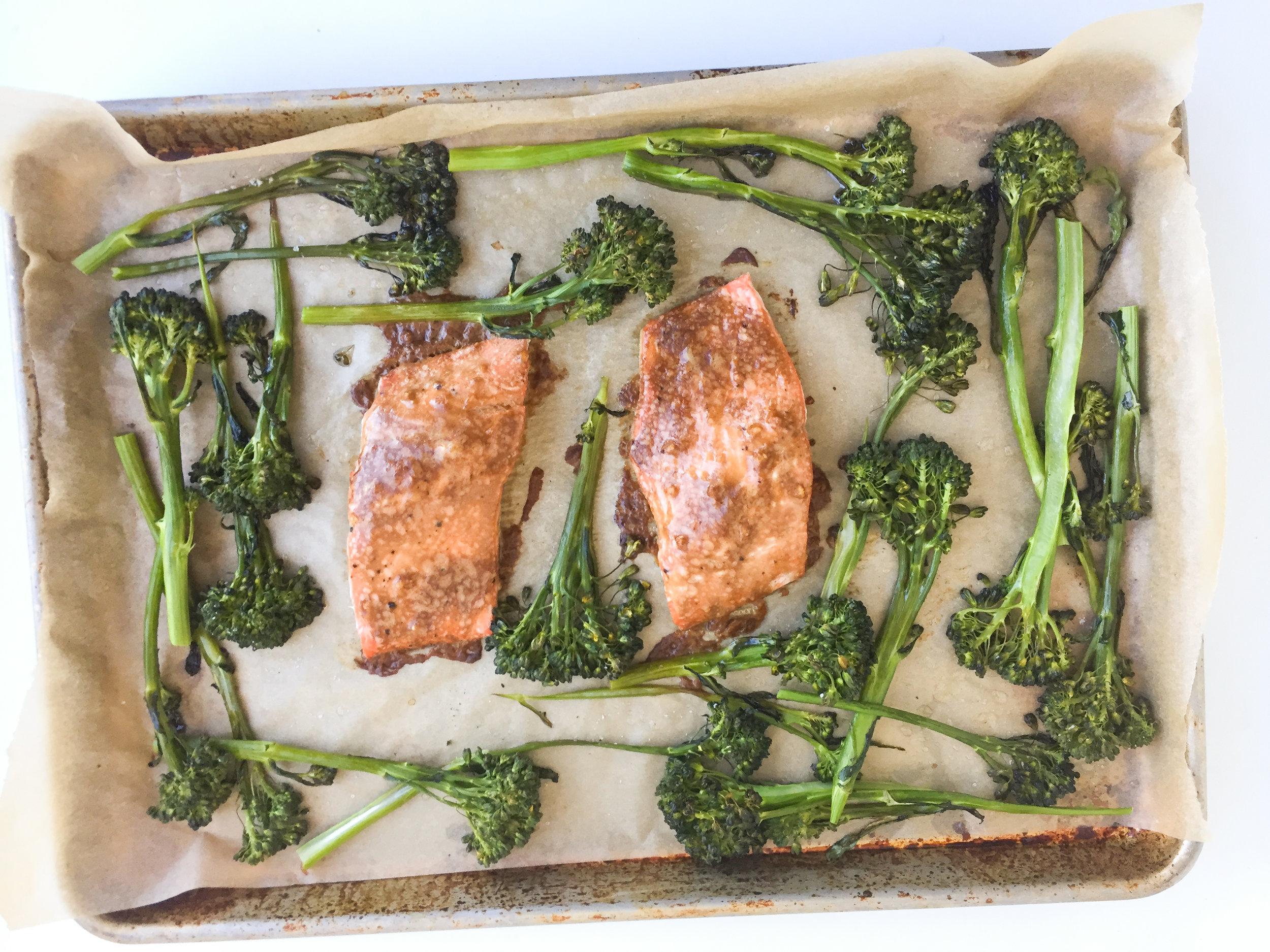 sheet pan salmon and broccolini
