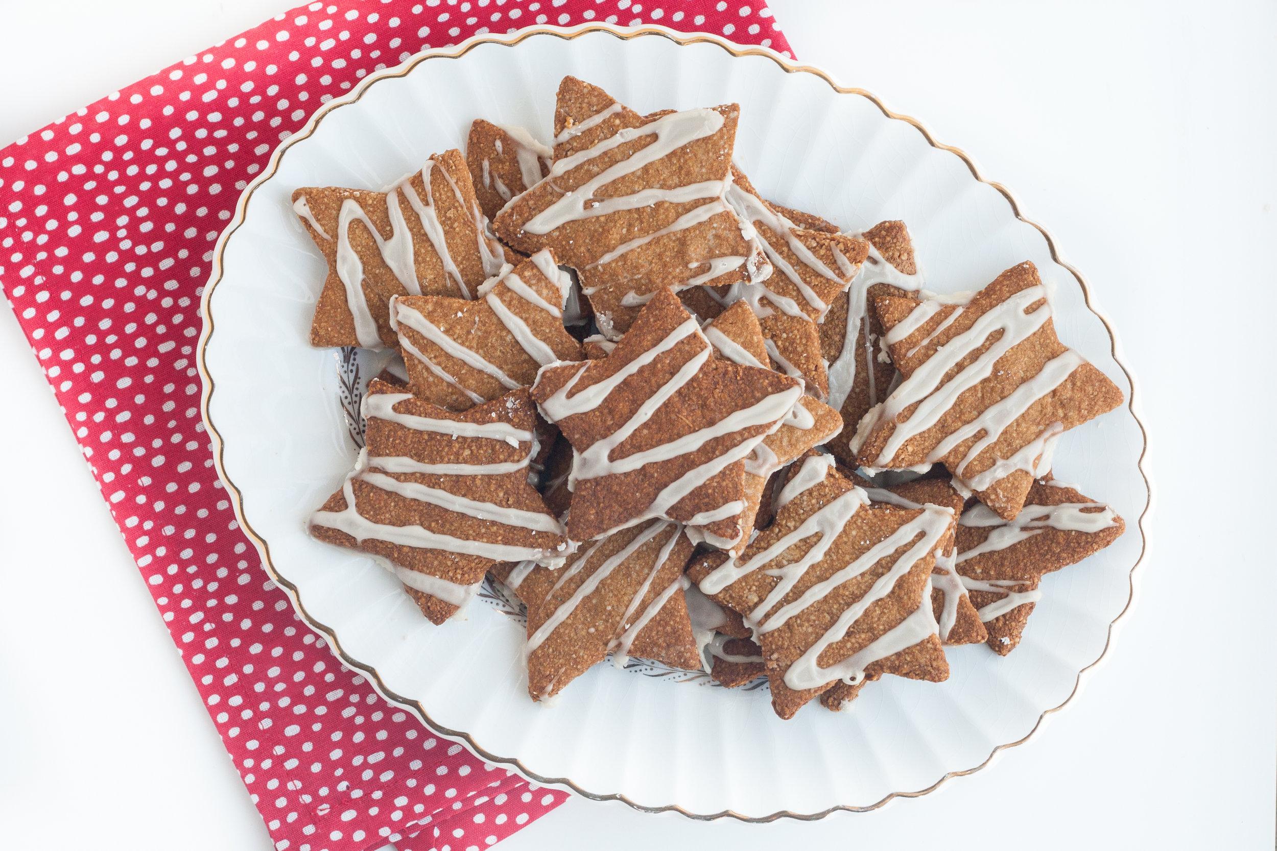 vegan and paleo gingerbread cookies