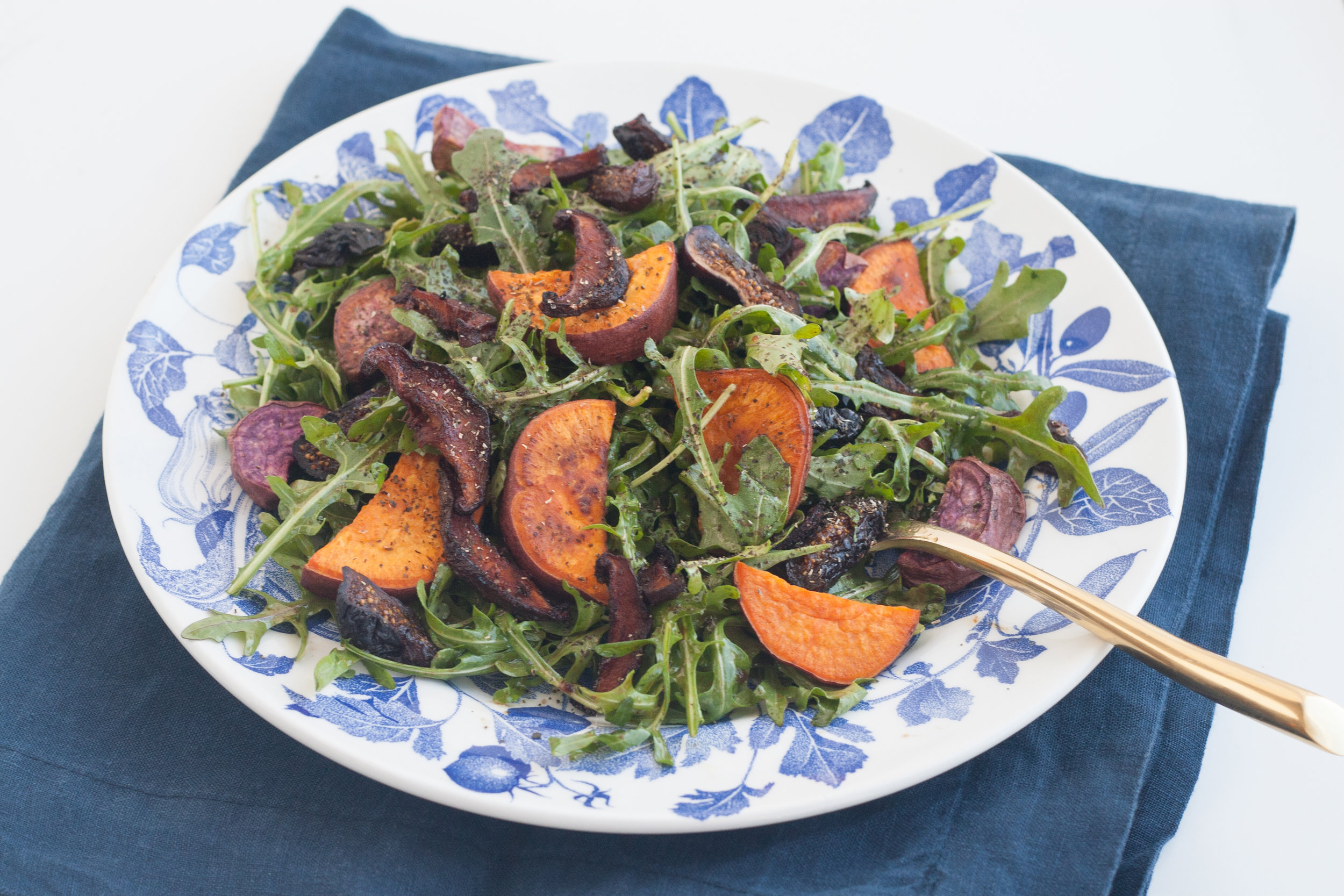 fig and arugula salad with shiitake bacon