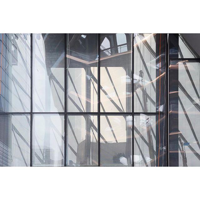 New York . . . . . #newyork #hudsonyards #ifyouleave #oftheafternoon #selektormagazine #justifiedmagazine #yetmagazine #archilovers #paperjournalmag #subjectivelyobjective #paradisexmagazine #hurtlamb #nikon #gominimalmag #minimalzine #thespacesilike #urbanscape