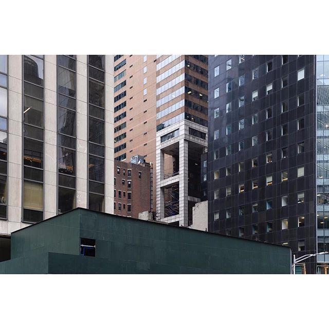 Park Avenue . . . . . #newyork #parkavenue #ifyouleave #oftheafternoon #selektormagazine #justifiedmagazine #yetmagazine #archilovers #paperjournalmag #subjectivelyobjective #paradisexmagazine #hurtlamb #nikon #gominimalmag #minimalzine #thespacesilike #urbanscape