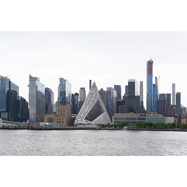 VIA 57 West . . . . . #bjarkeingels #ifyouleaveinstagram #oftheafternoon #architecturephotography #selektormagazine #justifiedmagazine #yetmagazine #archilovers #ourmag #exploration #rentalmag #newtopographics #paperjournalmag #subjectivelyobjective #paradisexmagazine #hurtlamb #nikon #weltraumzine #thespacesilike #urbanscape #newyork #skyline