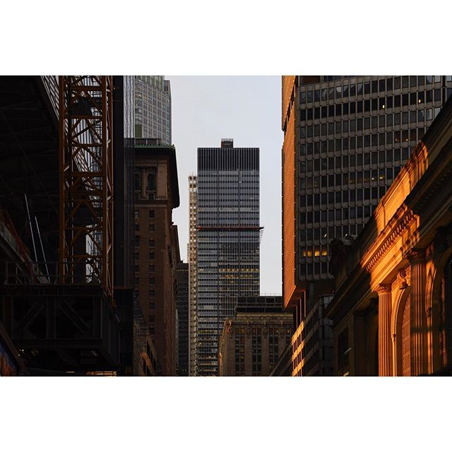 New York . . . . . #grandcentralstation #ifyouleaveinstagram #oftheafternoon #architecturephotography #selektormagazine #justifiedmagazine #yetmagazine #archilovers #ourmag #exploration #rentalmag #paperjournalmag #subjectivelyobjective #paradisexmagazine #hurtlamb #nikon #weltraumzine #thespacesilike #urbanscape #light
