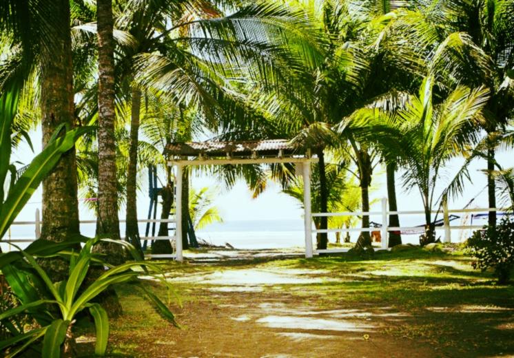 Entrance-off-Beach-Pic4.jpg