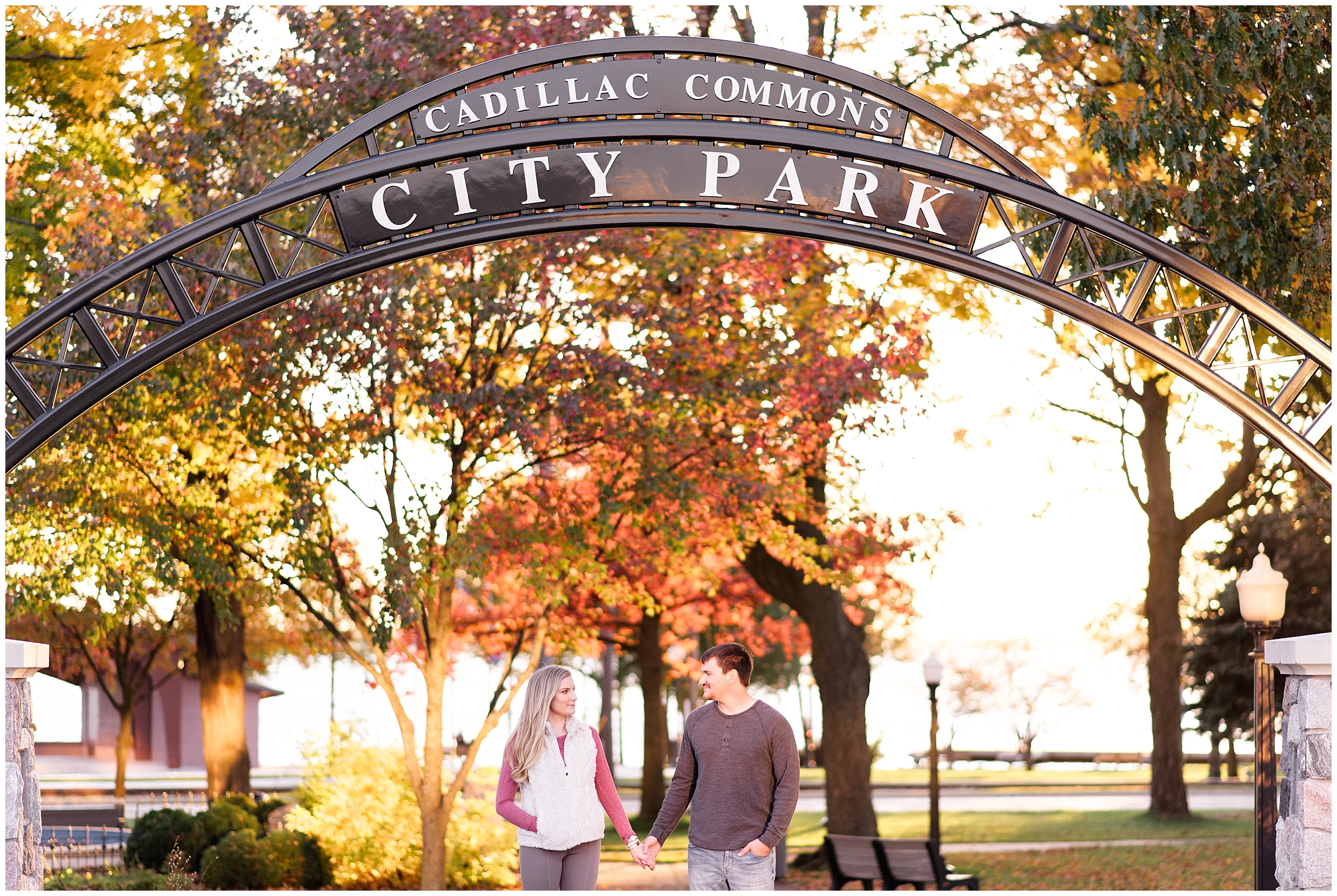 Weddings_by_Raisa_Photography_Cadillac_Michigan_October_Fall_Engagement_Milwaukee_Wisconsin_Photographer_0013.jpg