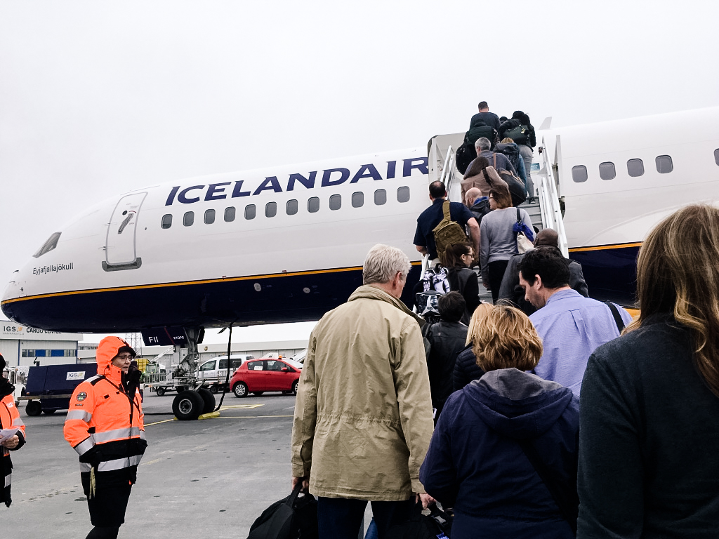 flying_Iceland_Air