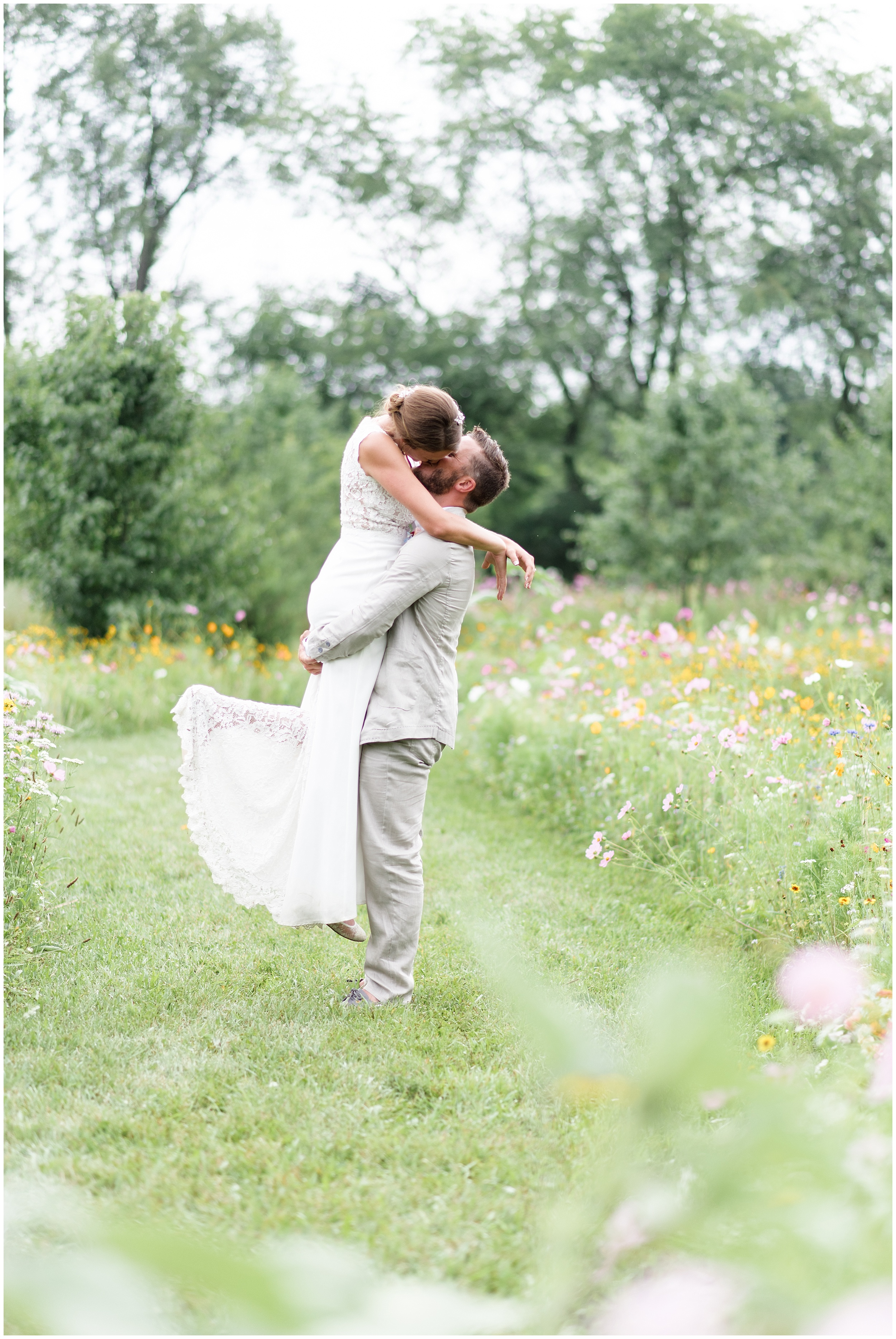 Whimsical-Ethereal-July-Kalamazoo-Wedding-Bright-Airy-Documentary-Milwaukee-Photographer_0078.jpg