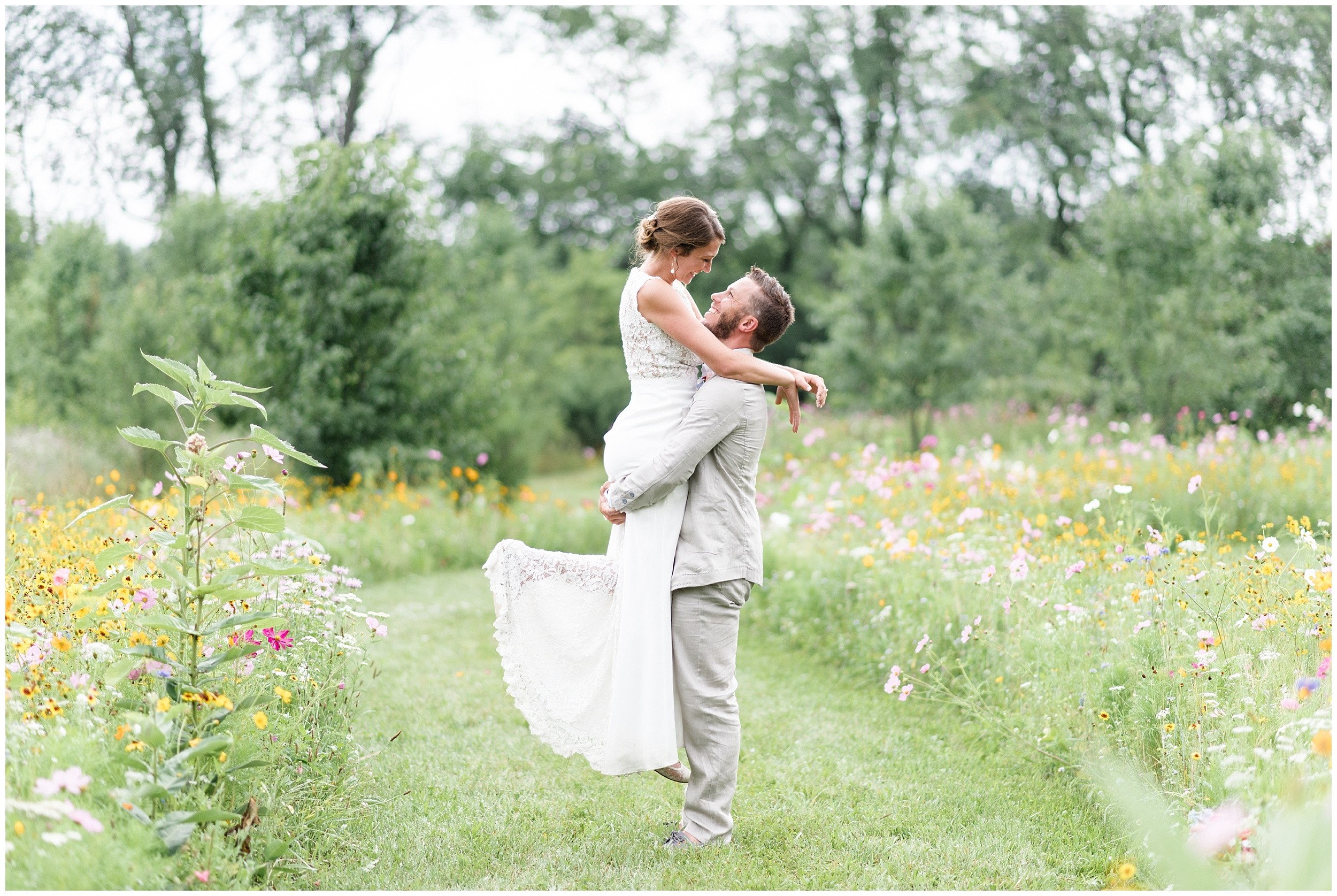Whimsical-Ethereal-July-Kalamazoo-Wedding-Bright-Airy-Documentary-Milwaukee-Photographer_0077.jpg