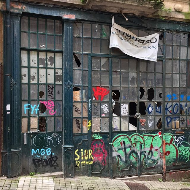 Nondescript door #2of3 Images from Lisbon and Porto #portalporn #arch #archstudent #architecture #doorporn #beautiful #decay #urbanart #urbandecay #graffiti #wearandtear #travel #architexture #texture #citylife