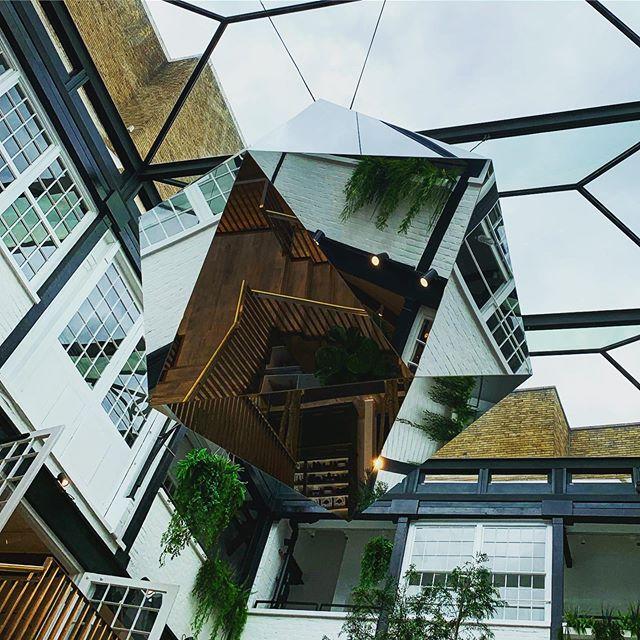 Shapes in London [1of3]  @theshopatbluebird #mirrorball #interiordesign #shopping #shopinterior #shoppingaddict #interior #interiorarchitecture #lightandspace #glassandmirror #retaildesign #retaildesign #materialism #materialdesign #lookingup