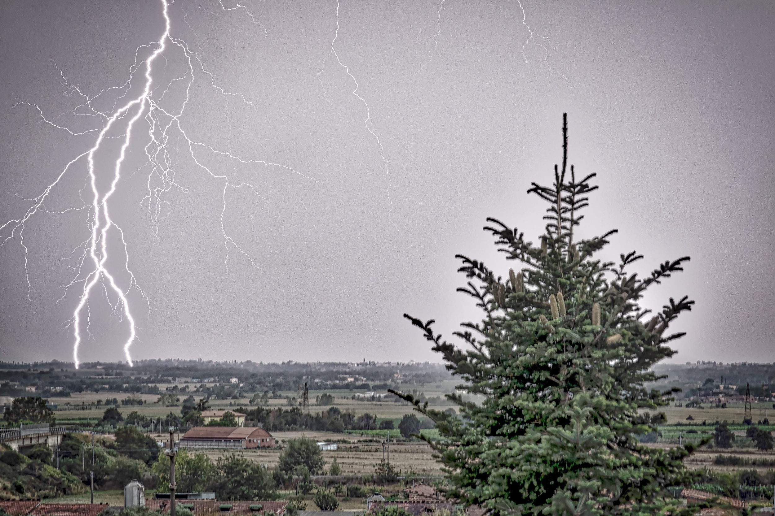 Lightning in Toscane.jpg
