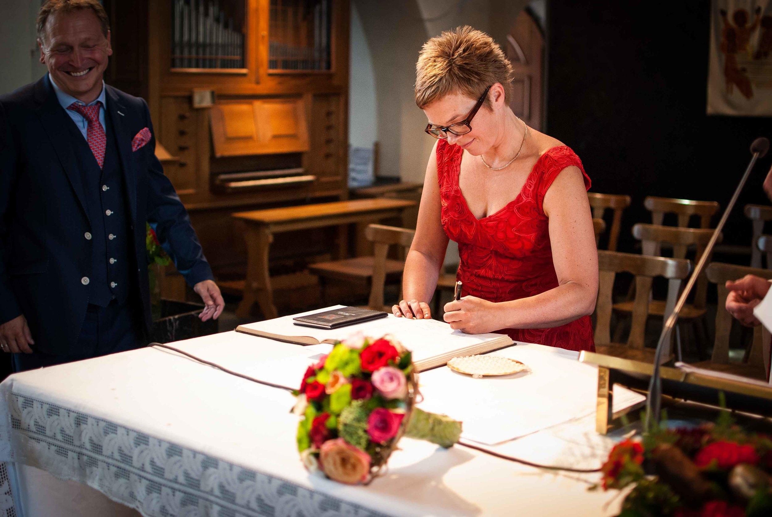 Viewfinder_huwelijksfotografie_huwelijksreportage_7_snelle_tips_kerk_tekenen_huwelijksakte_getuige.jpg