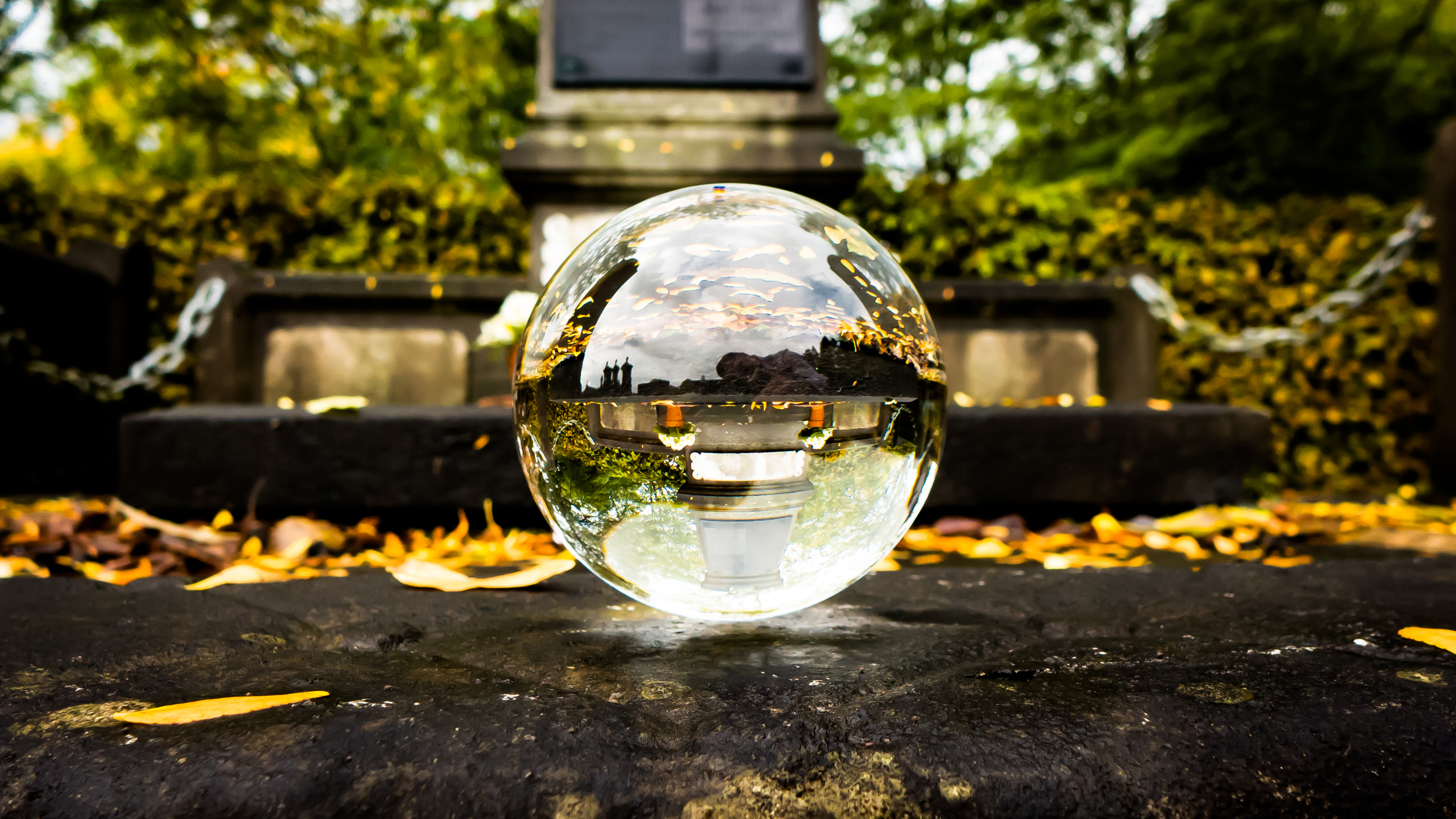 Wat maakt het kerkhof van Boom mooi - kristallen bol