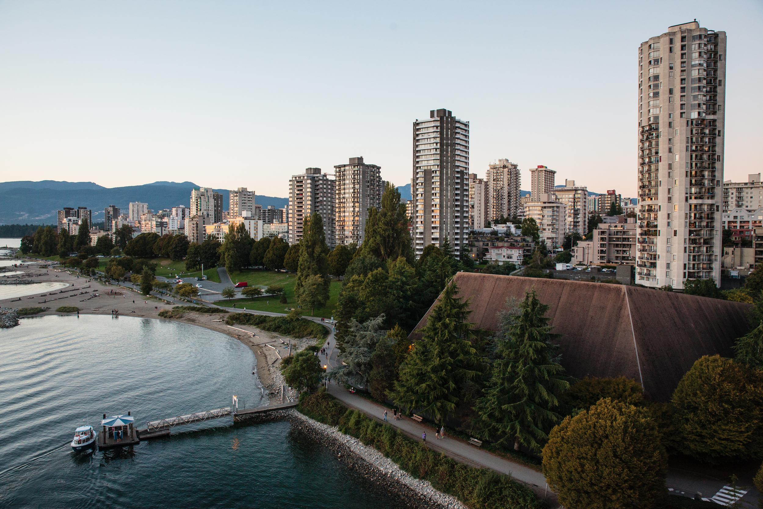 Een mooi zicht op één van de baaien van Vancouver. Bram Scheerlinck, onze nieuwe gastblogger, brengt eigenzinnig fotografie. Hij legt de magie van natuur en stad vast in zijn foto's.