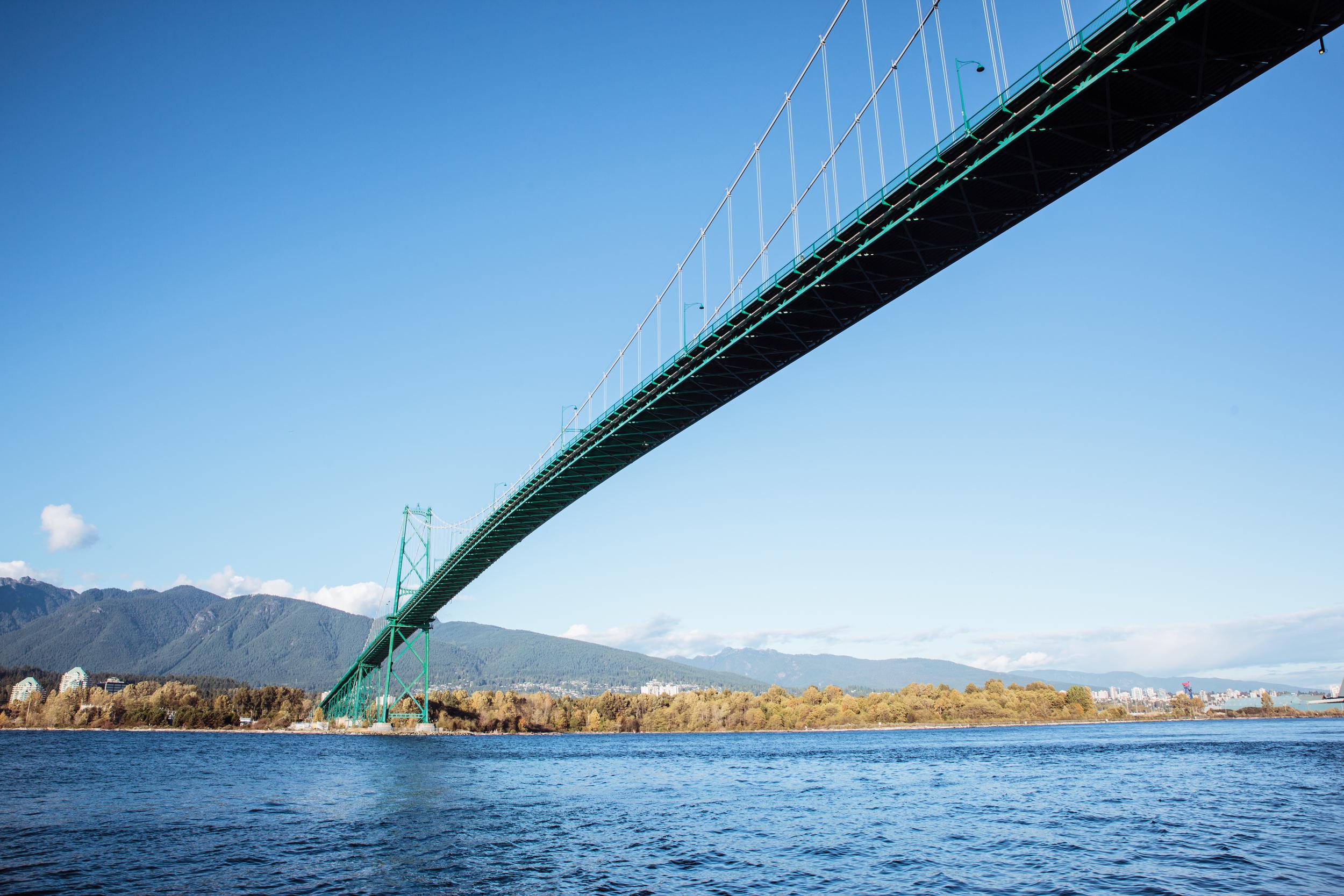 Aan de voet van Lions Gate Bridge. Als je Vancouver gaat ontdekken, moet je deze brug gezien hebben. Impressionant.