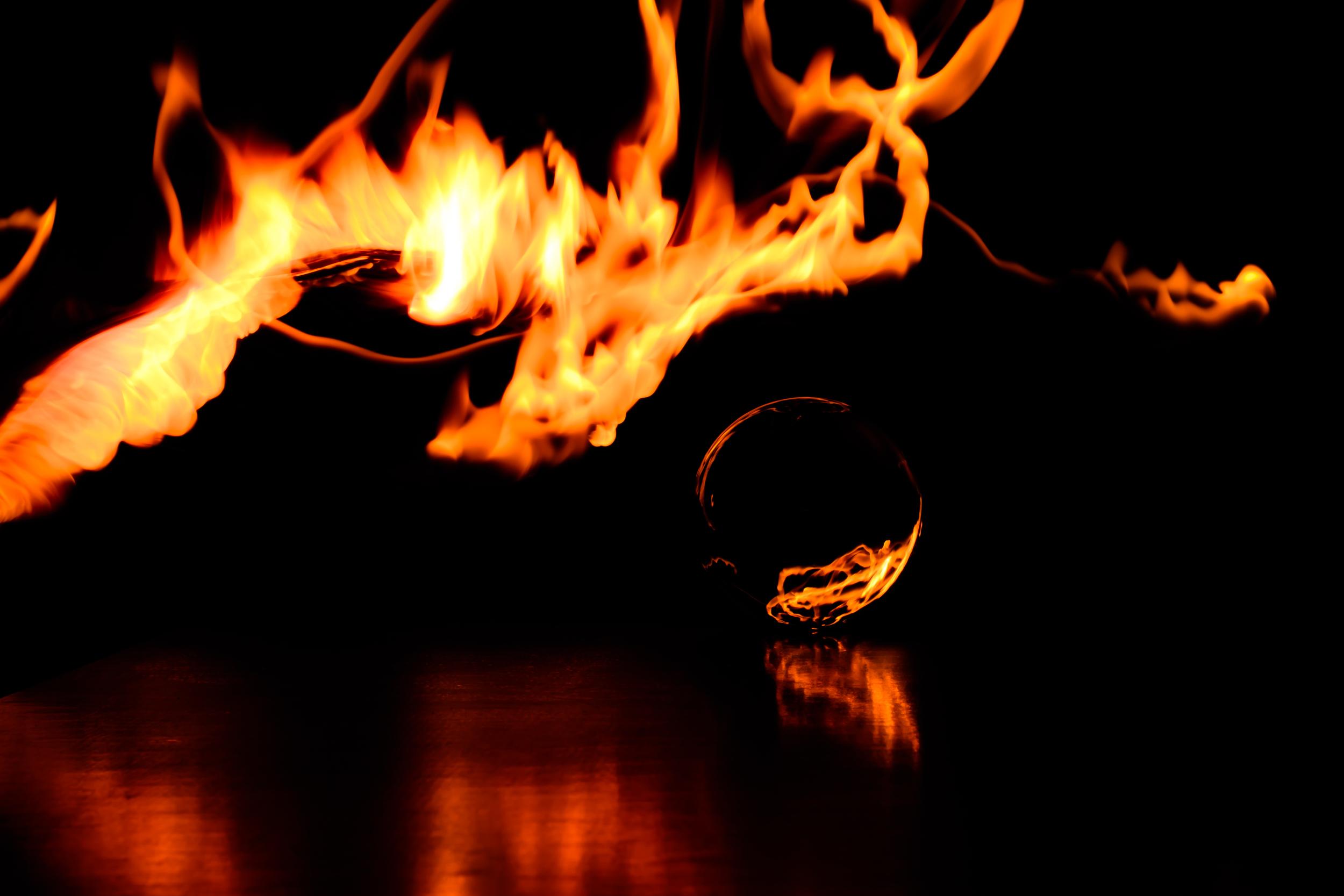 Viewfinder-spel-vuur-kristallen-bol-geheimzinnig-eigenzinnigie-fotografie-verschillende-lucifers