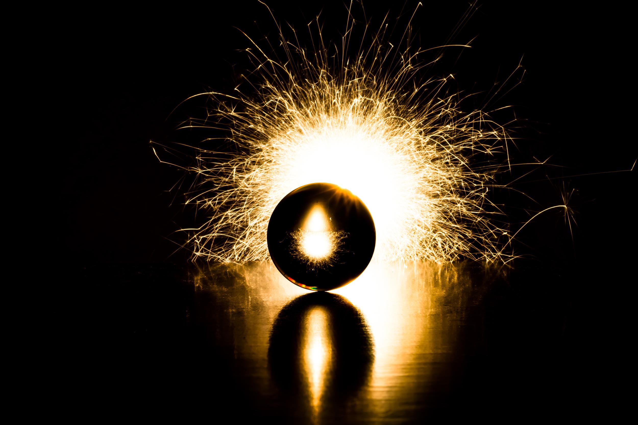 Viewfinder-spel-vuur-kristallen-bol-geheimzinnig-eigenzinnigie-fotografievuurwerk-verjaardag-huwelijk-taatr