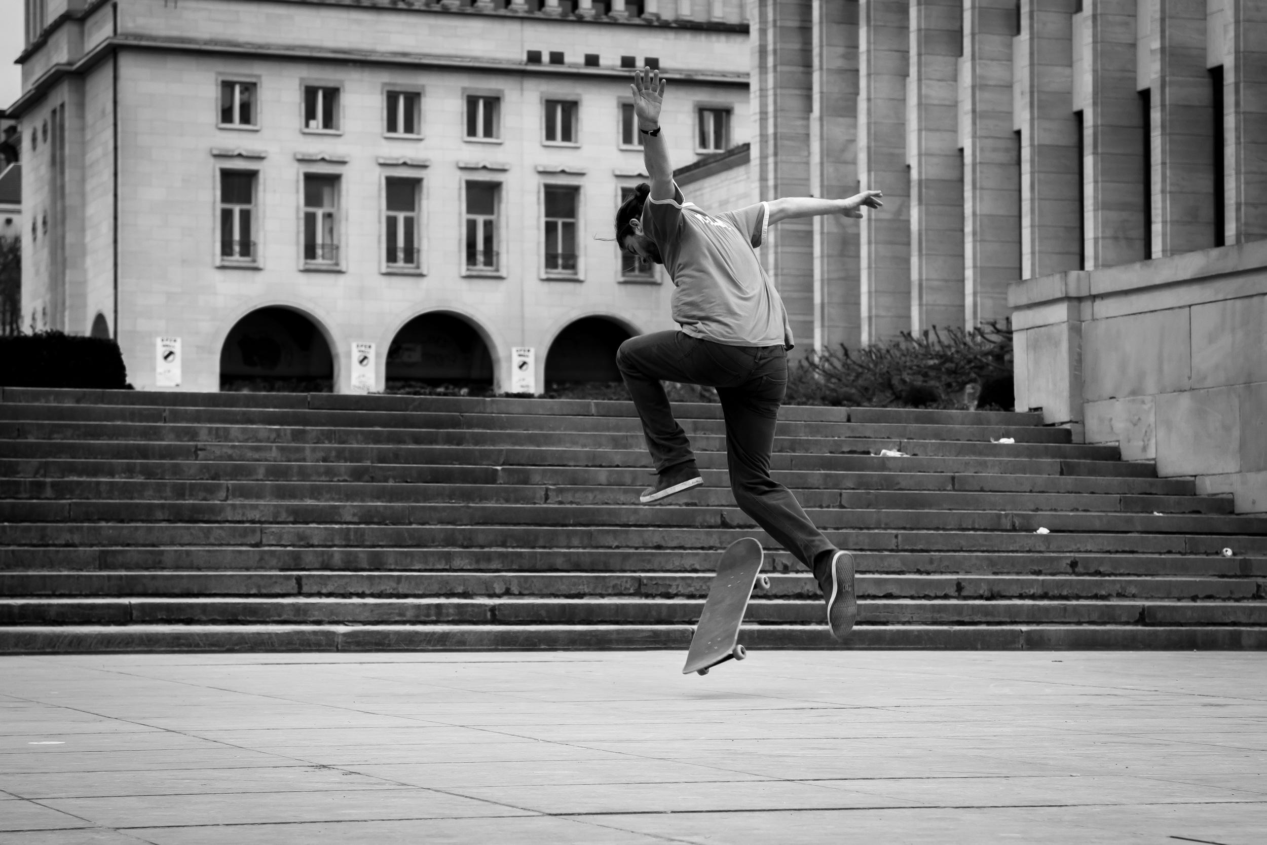 Jongens skaten in Brussel aan Mont des Art - sven 5