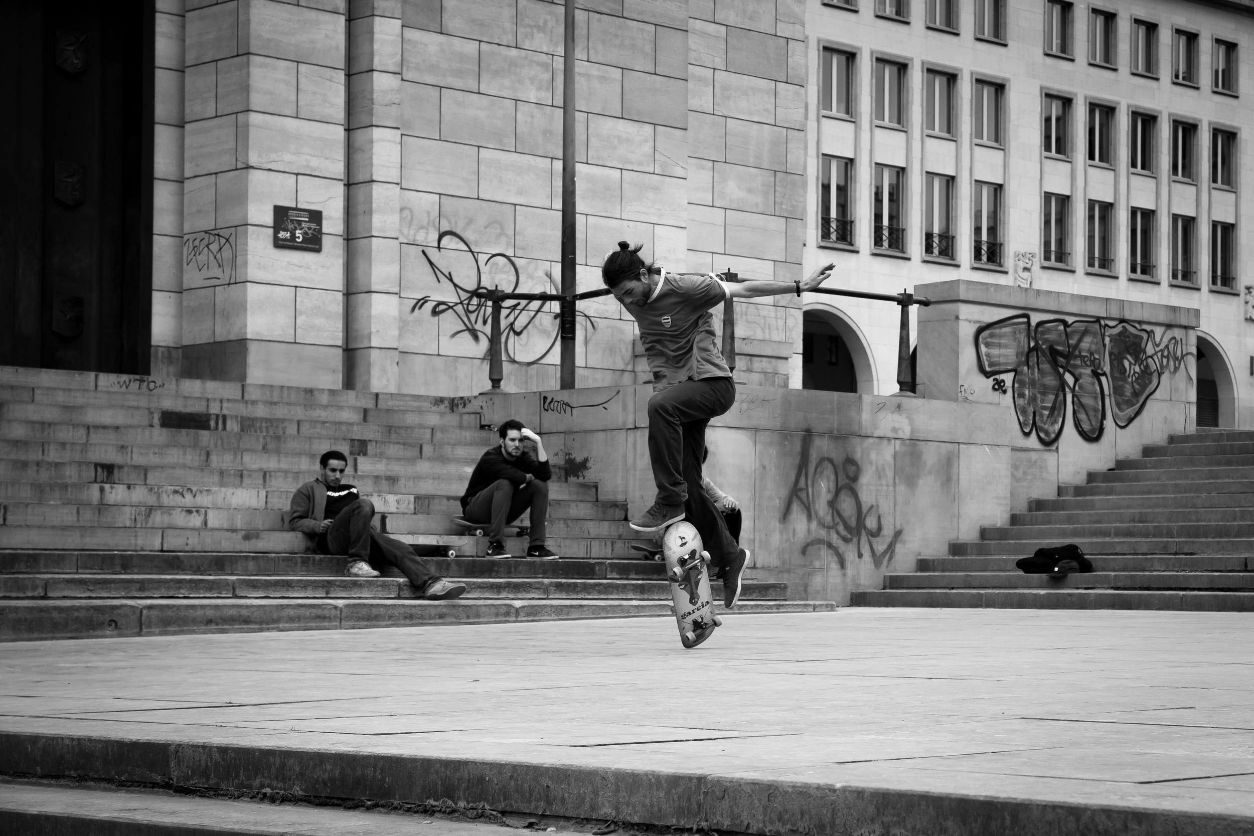 Jongens skaten in Brussel aan Mont des Art - sven 4
