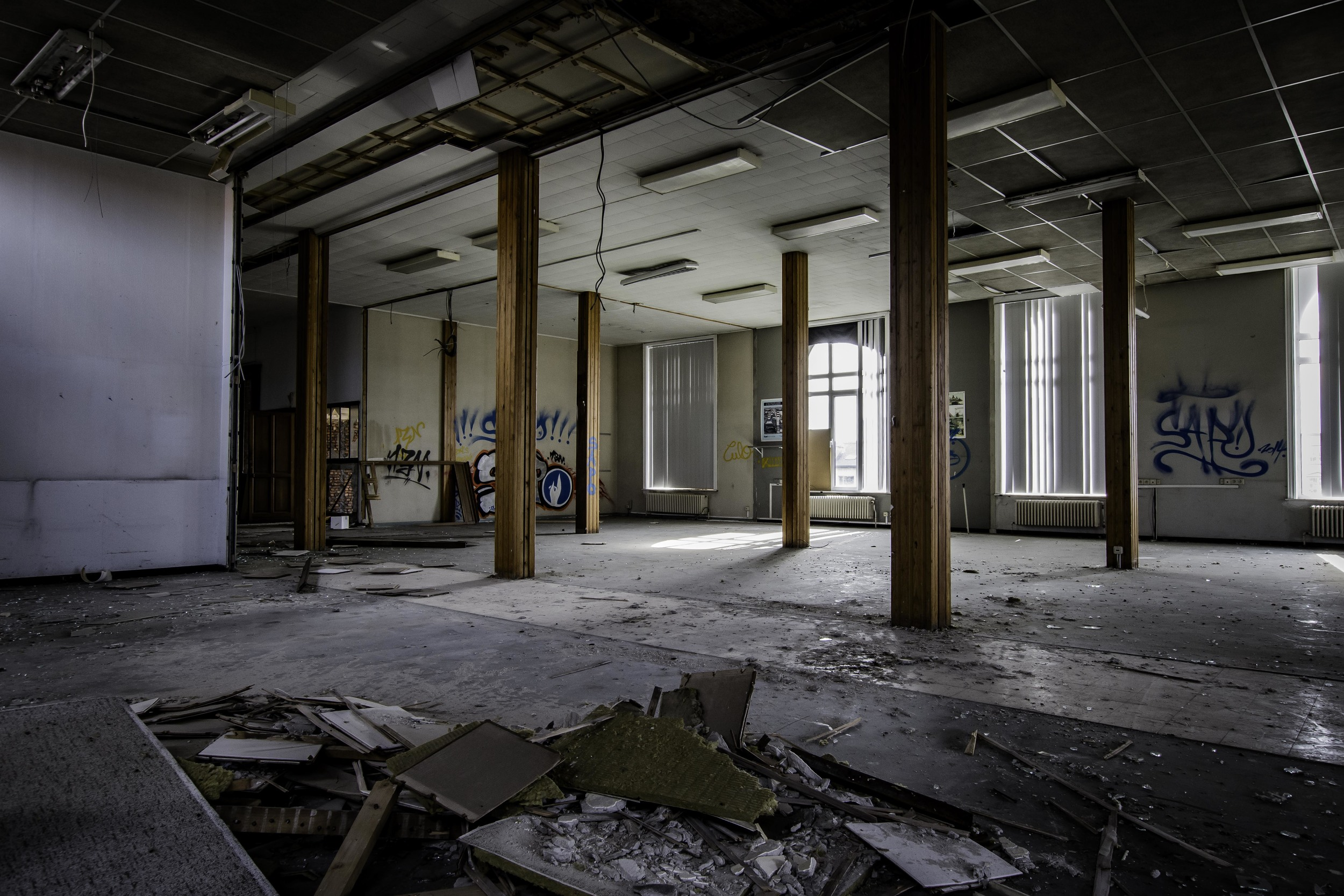 viewfinder-eigenzinnige-fotografie-urbex-vergane-glorie-oude-papierfabriek-bedienden-bureaus