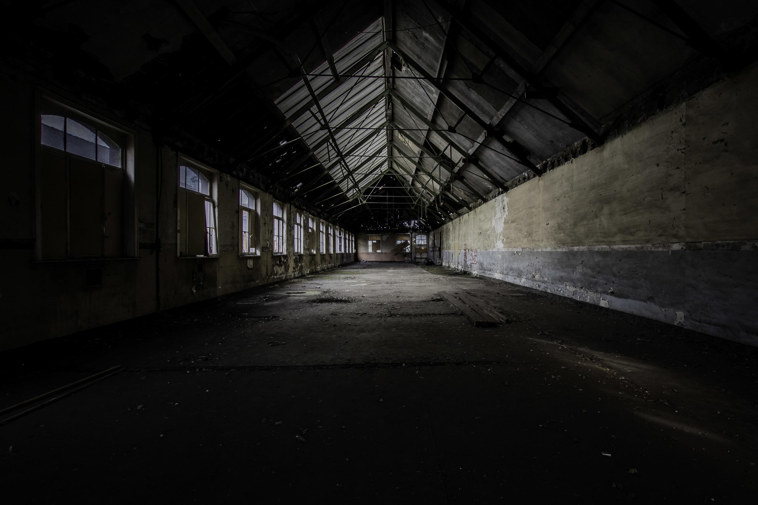 viewfinder-eigenzinnige-fotografie-urbex-vergane-glorie-oude-papierfabriek-seminariezaal-links